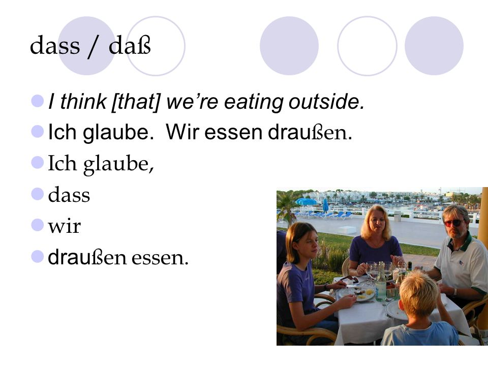 dass / daß I think [that] we're eating outside.